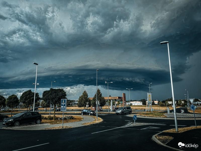 Heves viharokat, szupercellákat hozott magával a hidegfront június 25-én